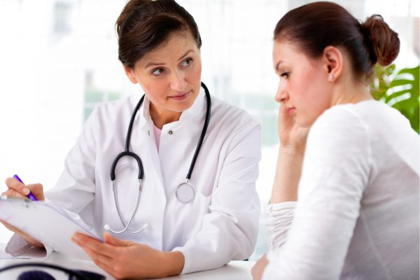 Doctor-speaking-to-female-patient-about-hypothyroidism-3-600x400.jpg