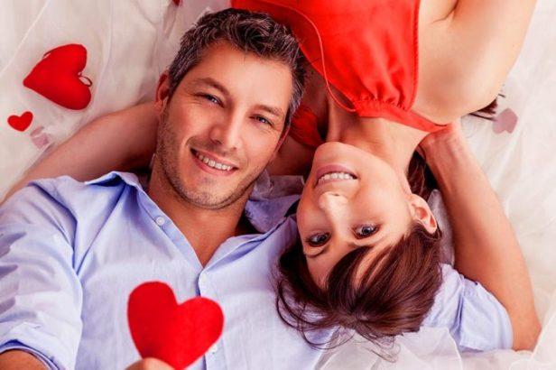 Keep-Romance-Alive-In-A-Relationship-696x464